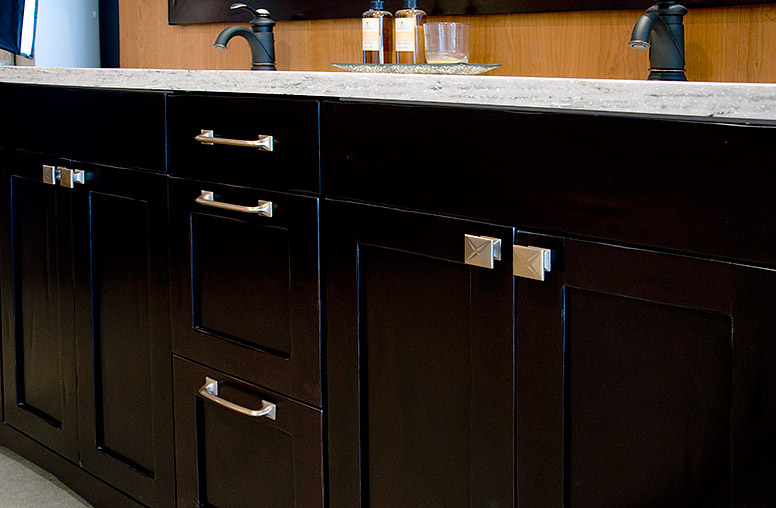 Showroom photo gallery of cabinet drawer hardware schaub - Bathroom vanity knobs and handles ...